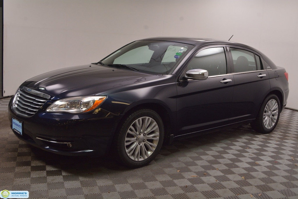 Pre-Owned 2011 Chrysler 200 4dr Sedan Limited