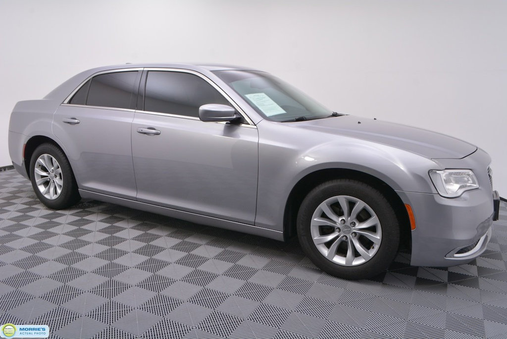 Pre-Owned 2015 Chrysler 300 4dr Sedan Limited RWD